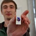 ODB 2012 Student Biotechnologii UWr prezentujący wynik jednego z doświadczeń.